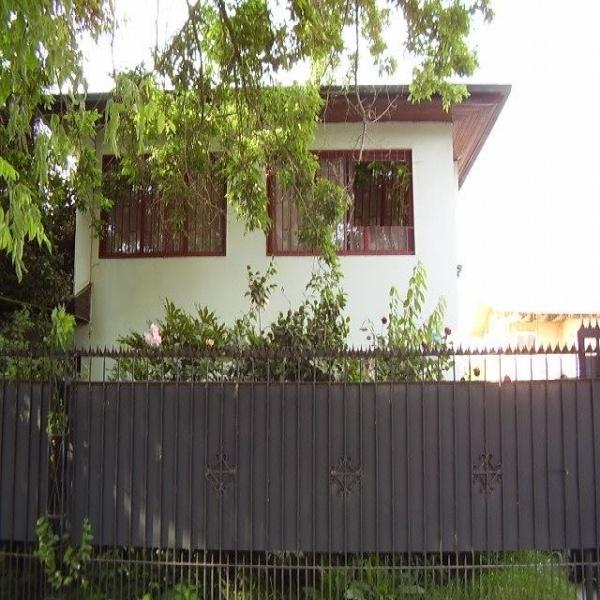 Vende - Amplia Casa de 2 pisos en Macul