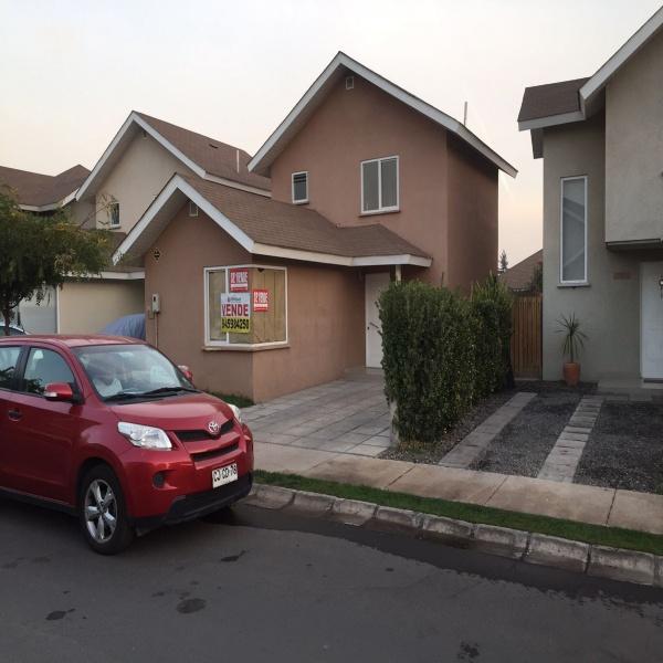 Vende - Casa de 2 pisos en condominio cerrado Los Arrayanes