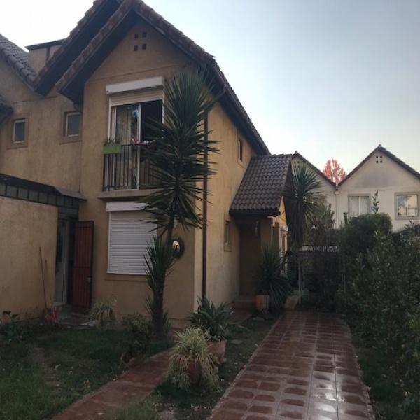 Vende - Amplia Casa de Dos Pisos Huechuraba