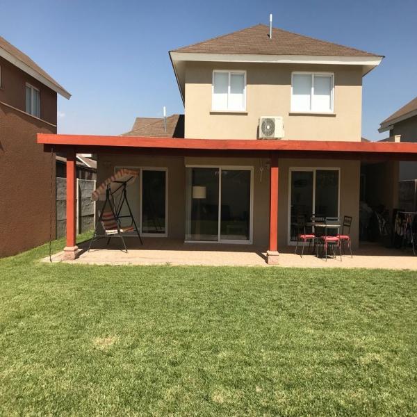 Atractiva Casa en Condominio Los Arrayanes, Colina